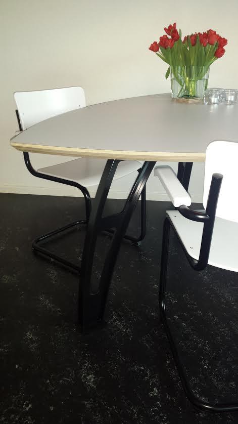 Driehoek tafel Alkmaar