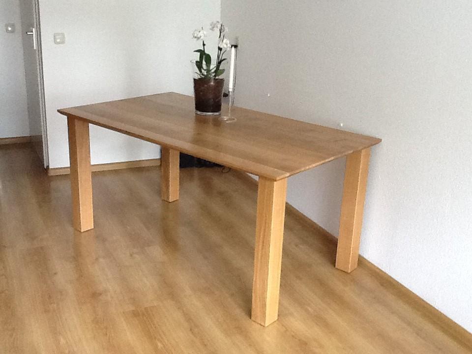 Moderne eiken tafel met eiken poten