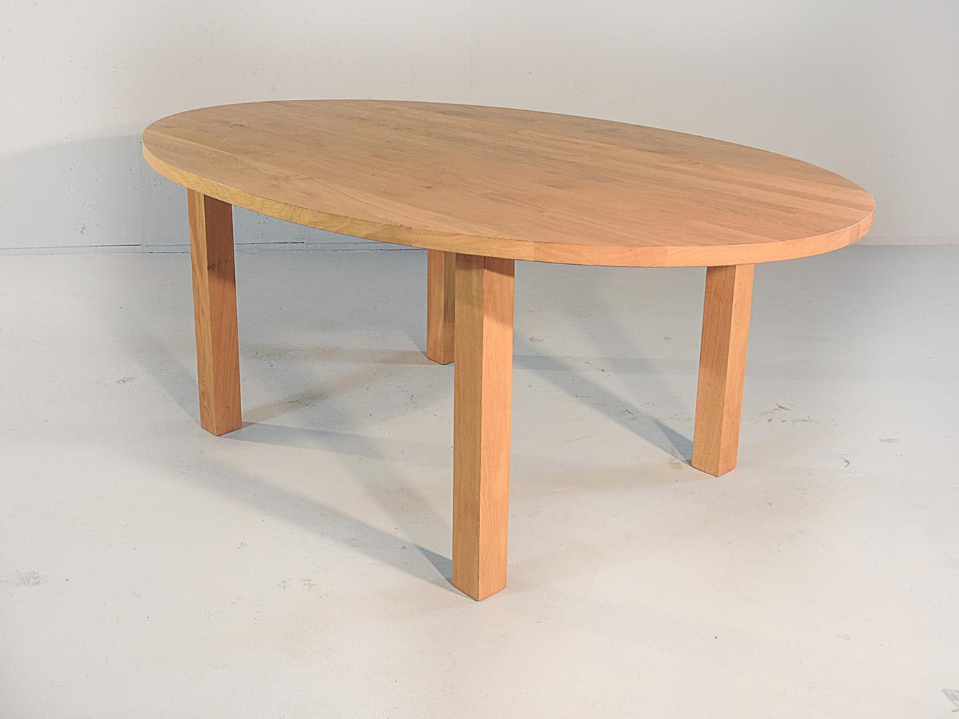 Caen - Ovale houten eettafel