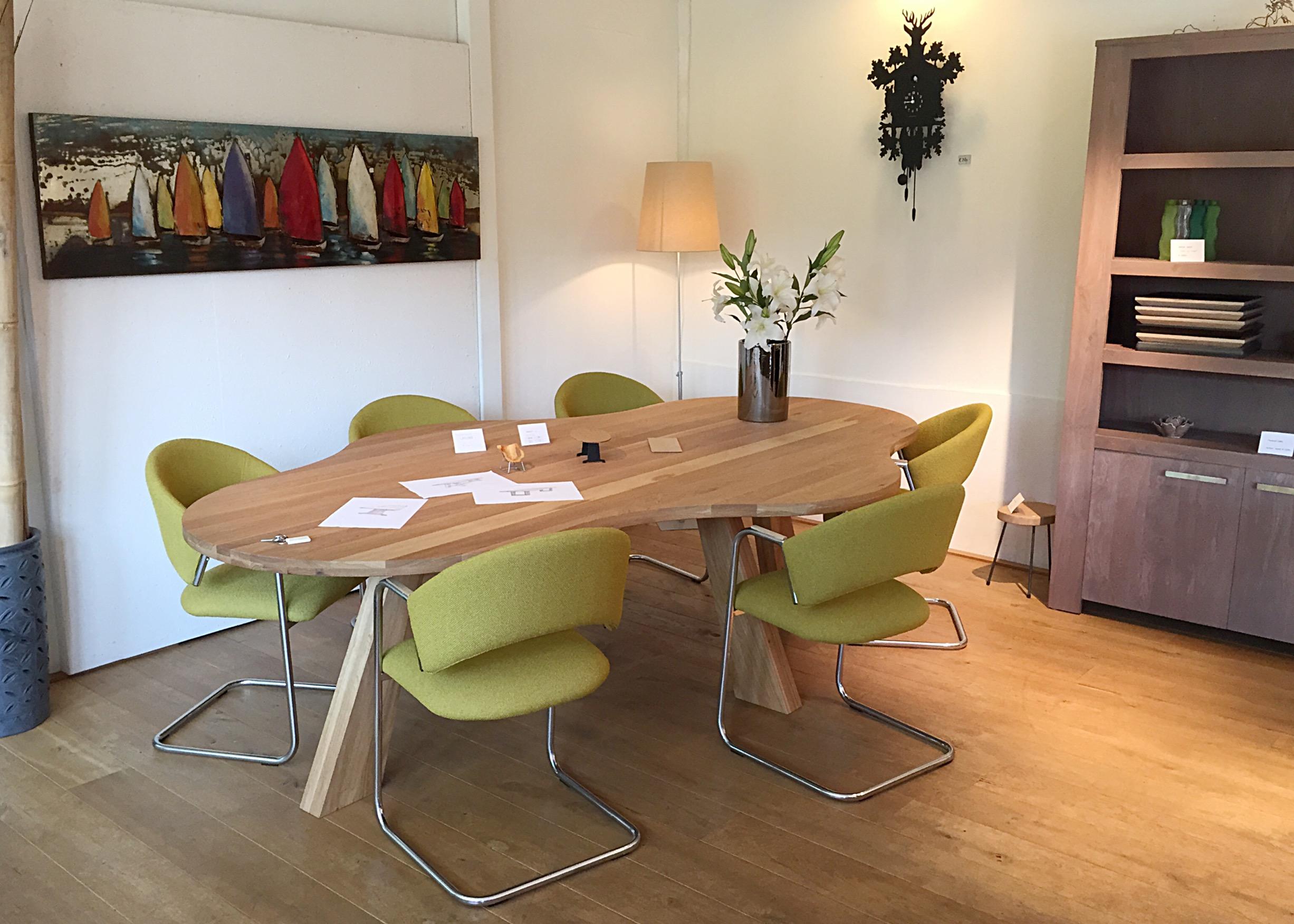 Ook deze prachtige tafel staat in onze showroom