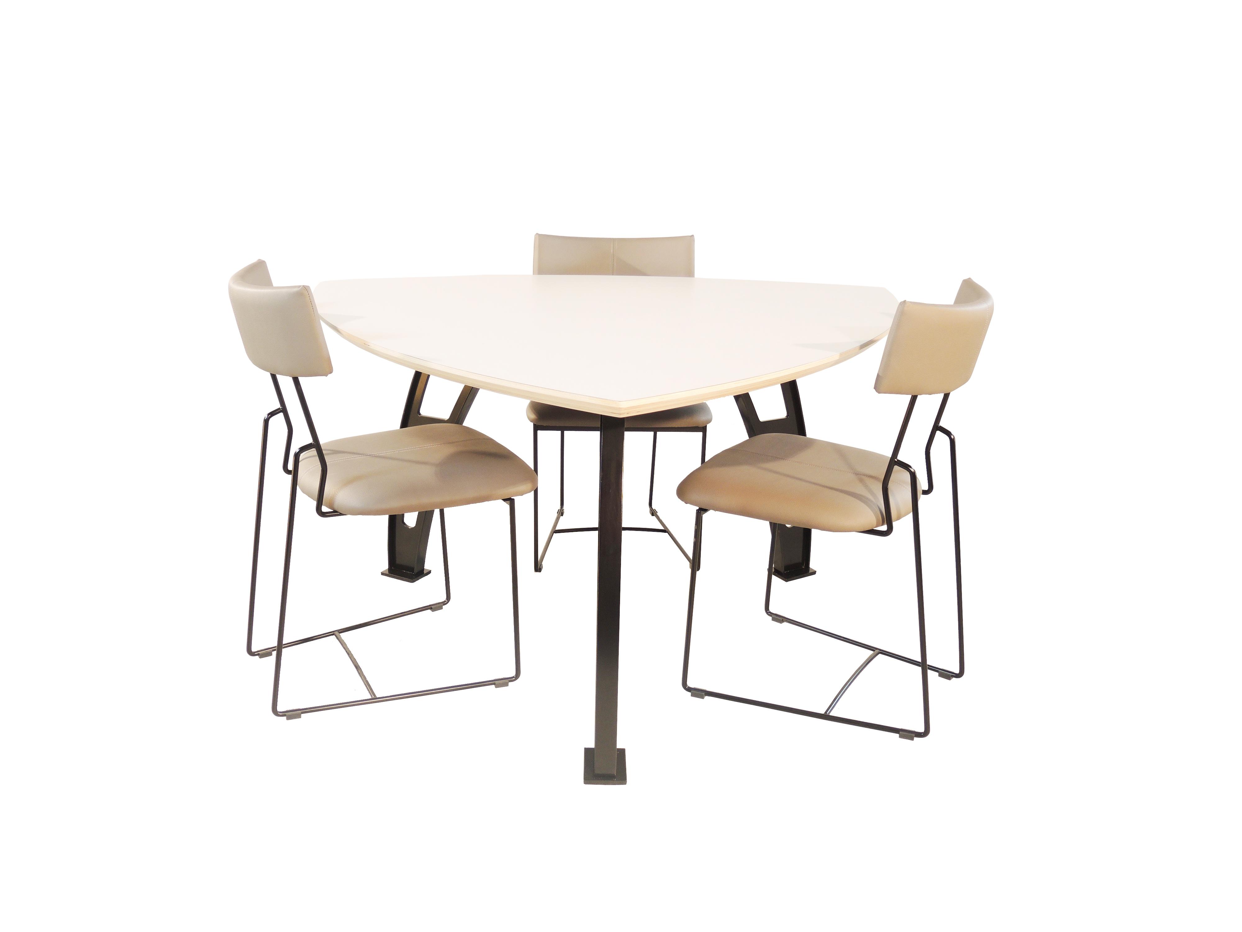 Gubbio - Driehoek tafel