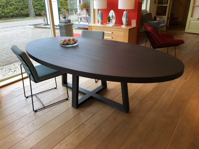 Tours design massief eiken tafel